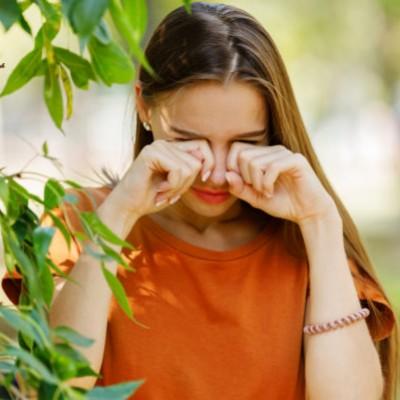 10 συμβουλές για να προστατευθείτε από την επιπεφυκίτιδα της άνοιξης